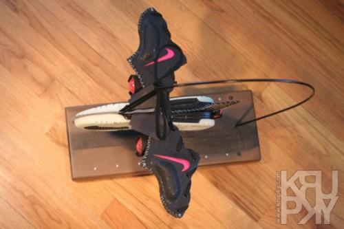 krupky-airplane-yeezy-sneaker-plane-02-570x380